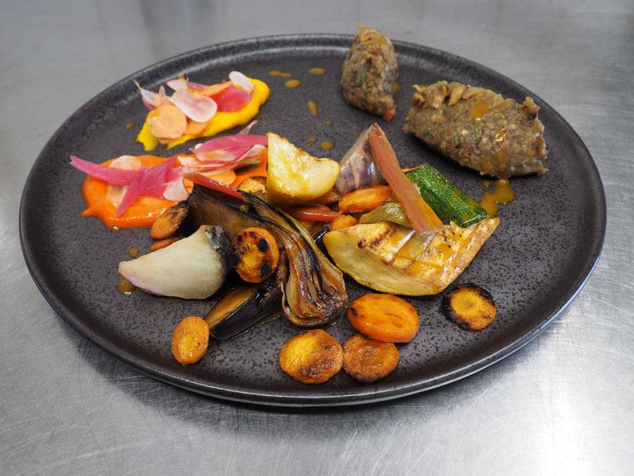 Autour du légumes du potager de Kergroadez, jus de carotte au yuzu et cumin